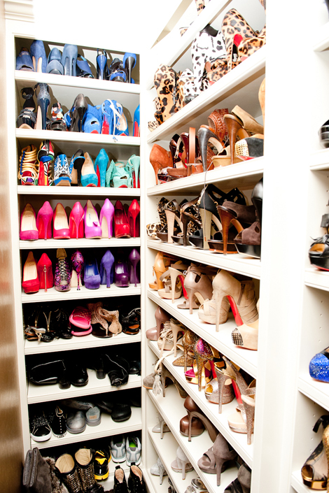 I Swear These Kardashians Are Living THE Life That Picture Right Up There Is Khloes Walk In Shoe Closet