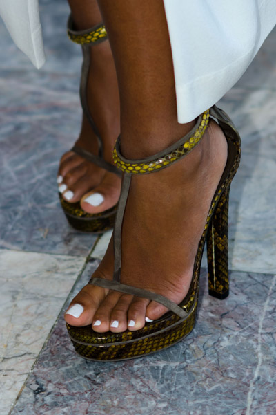 Solange Knowles Wears Gucci T-Bar Sandals At Range Rover -3700